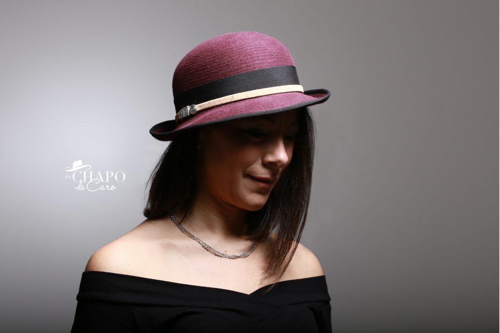 LesChapodeCaro-chapeau hiver Maïwen en feutre bordeaux, ruban noir et liège