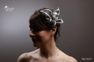 Bibi Kery par les Chapo de Caro. Fleur en sisal gansé noir et argent