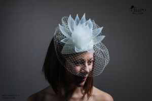 LesChapodeCaro - bibi mariée Daphnée en crin et plumes blanc
